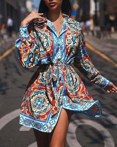 Sukienka Kendallme koszulowa z dekoltem w kształcie litery v