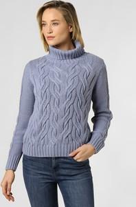 Niebieski sweter Marie Lund z dzianiny