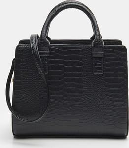 Czarna torebka Sinsay ze skóry matowa średnia