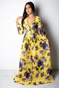 Sukienka Ivet.pl z dekoltem w kształcie litery v