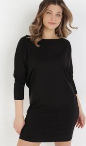 Czarna sukienka born2be dopasowana z długim rękawem z okrągłym dekoltem