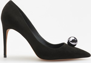 Czarne szpilki Reserved ze spiczastym noskiem w stylu klasycznym na wysokim obcasie