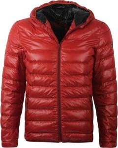 Czerwona kurtka Glo-Story w młodzieżowym stylu