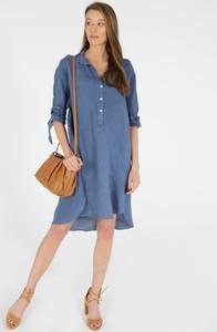 Niebieska sukienka Unisono z dekoltem w kształcie litery v koszulowa w stylu casual
