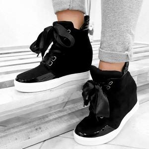 Sneakersy Wilady sznurowane na koturnie