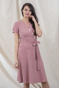 Różowa sukienka butik-choice.pl z lnu z krótkim rękawem z dekoltem w kształcie litery v
