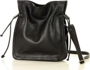 Czarna torebka MAZZINI średnia ze skóry w stylu glamour