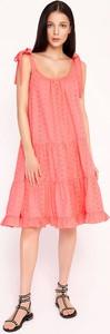 Różowa sukienka Byinsomnia na ramiączkach midi