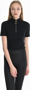 Czarny t-shirt Gate z krótkim rękawem