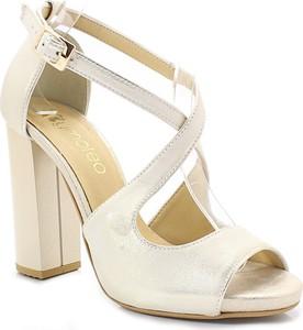 Złote sandały Tymoteo z klamrami