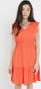 Pomarańczowa sukienka born2be mini z dekoltem w kształcie litery v