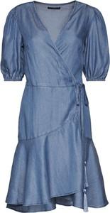 Sukienka Guess z dekoltem w kształcie litery v mini z krótkim rękawem