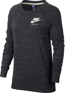 Czarna bluza Nike w street stylu