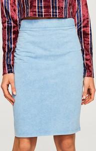 Niebieska spódnica Reserved w street stylu