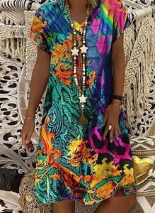 Sukienka Cikelly z dekoltem w kształcie litery v mini