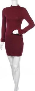 Czerwona sukienka Windsor z długim rękawem dopasowana