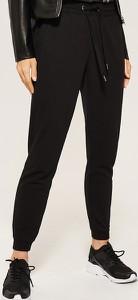Czarne spodnie House z dresówki w street stylu