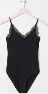 Czarna bluzka Sinsay z dekoltem w kształcie litery v