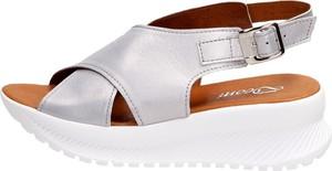 Srebrne sandały Suzana z klamrami