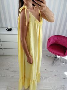 Żółta sukienka zooe.pl maxi z odkrytymi ramionami