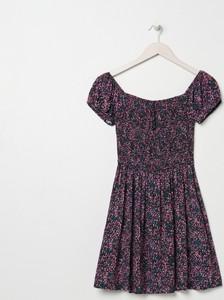 Sukienka Sinsay w stylu casual z krótkim rękawem z okrągłym dekoltem