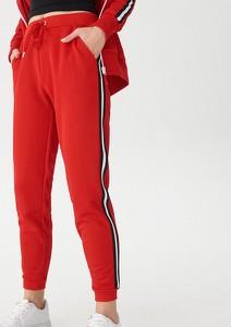 Czerwone spodnie sportowe House