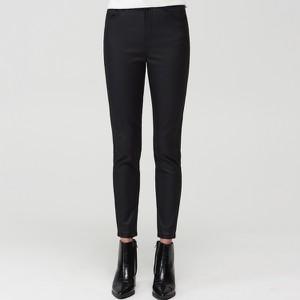 Czarne jeansy Mohito w street stylu