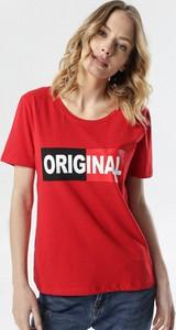 Czerwona bluzka born2be w młodzieżowym stylu