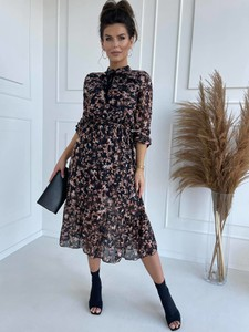 Sukienka Versada z długim rękawem w stylu casual
