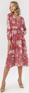 Różowa sukienka born2be w stylu boho midi trapezowa
