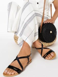 Czarne sandały born2be z płaską podeszwą