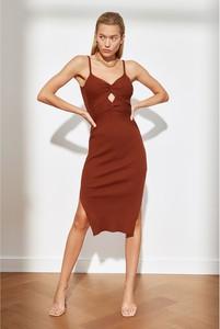 Sukienka Trendyol na ramiączkach z dekoltem w kształcie litery v