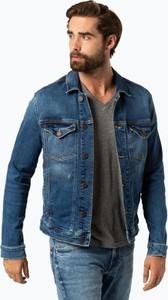 Kurtka Tommy Jeans w street stylu