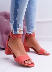 Różowe sandały Maciejka z klamrami