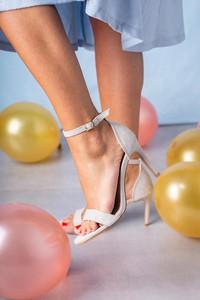 Sandały Casu w stylu klasycznym na średnim obcasie