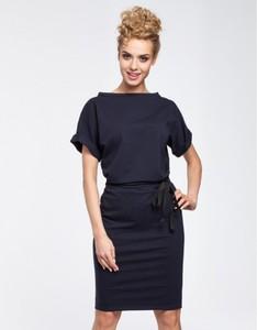 Niebieska sukienka MOE z krótkim rękawem