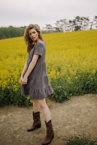 Sukienka NEATNESS z bawełny oversize z krótkim rękawem