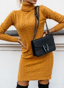 Sukienka Sandbella w stylu casual dopasowana