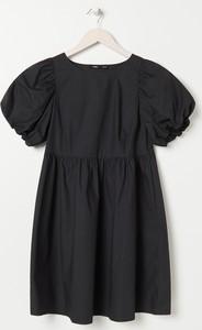 Czarna sukienka Sinsay w stylu casual z okrągłym dekoltem z krótkim rękawem