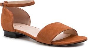 Brązowe sandały Gino Rossi z klamrami