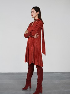 Czerwona sukienka Reserved z długim rękawem z żakardu