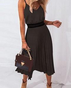 Czarna sukienka Kendallme z dekoltem w kształcie litery v