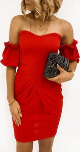 Sukienka Pakuten z odkrytymi ramionami z długim rękawem mini