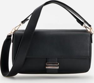 Czarna torebka Reserved w stylu glamour