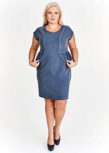 Niebieska sukienka Fokus z jeansu w młodzieżowym stylu baskinka