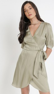 Sukienka born2be w stylu casual z dekoltem w kształcie litery v kopertowa