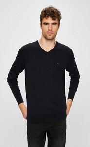 Granatowy sweter Tommy Hilfiger z jedwabiu