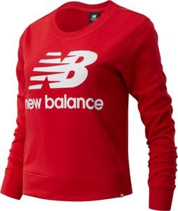 Czerwona bluza New Balance w sportowym stylu z tkaniny