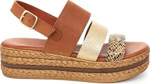 Sandały Clka w stylu casual z klamrami