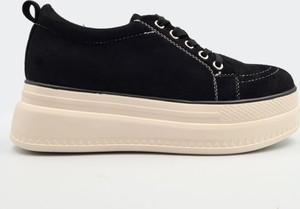 Czarne buty sportowe Labuty sznurowane na platformie w sportowym stylu